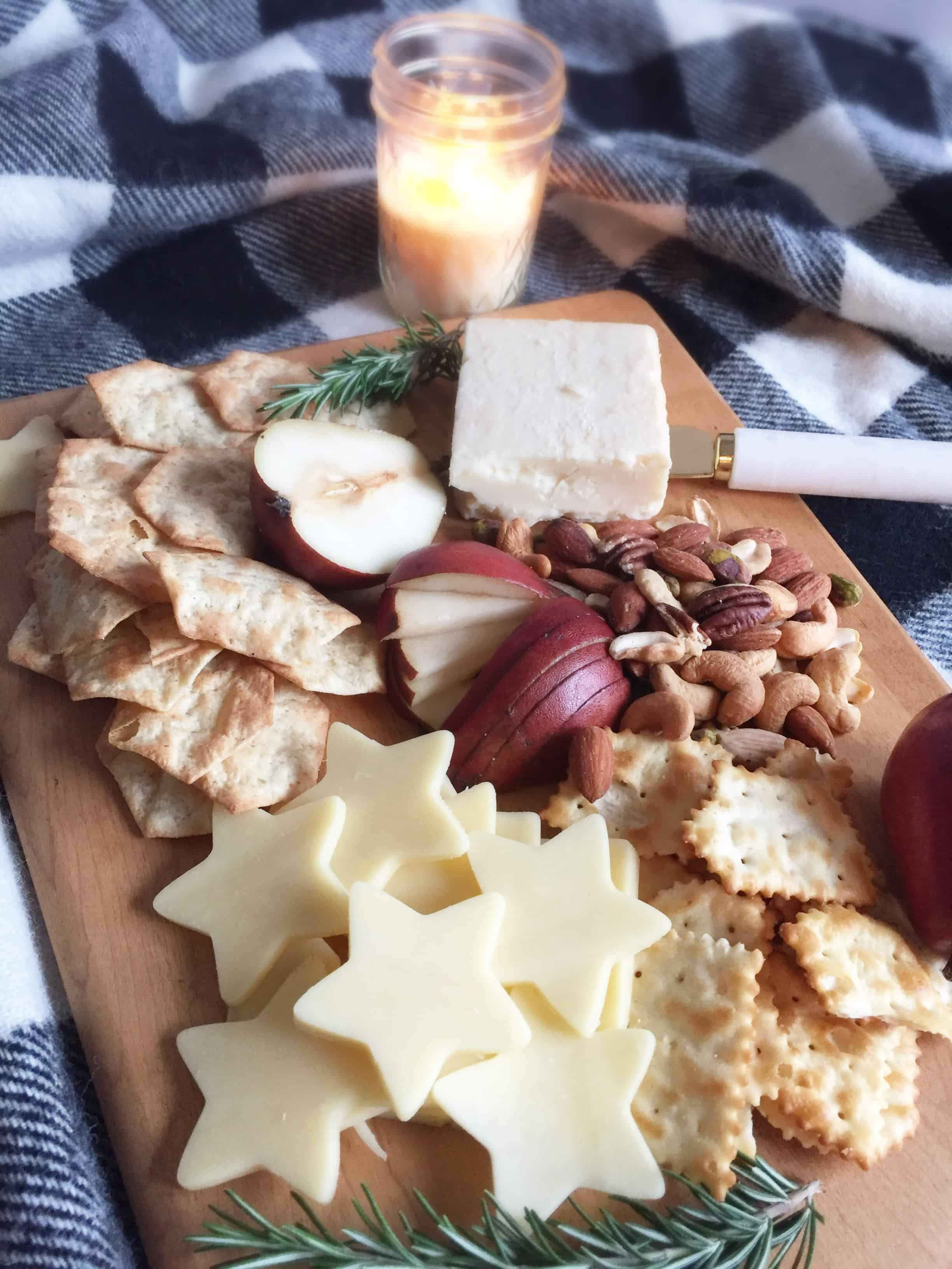Steps to making a cozy winter charcuterie board.