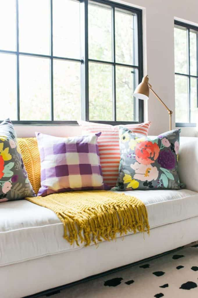 How to mix patterns the easy way! #homedecor #pattern #decorating