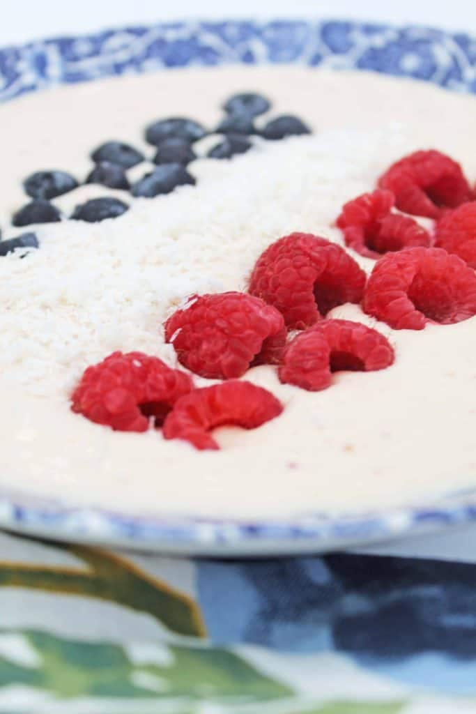 Mornings are busy in our home and sometimes figuring out what to eat for breakfast can become anafter thought. This easy high proteinfruitsmoothie bowl is ready in minutes, healthy, and fills you up! #5minutebreakfast #easybreakfast #highproteinbreakfast #smoothiebowl #quickbreakfast #easymeal #onebowlmeal