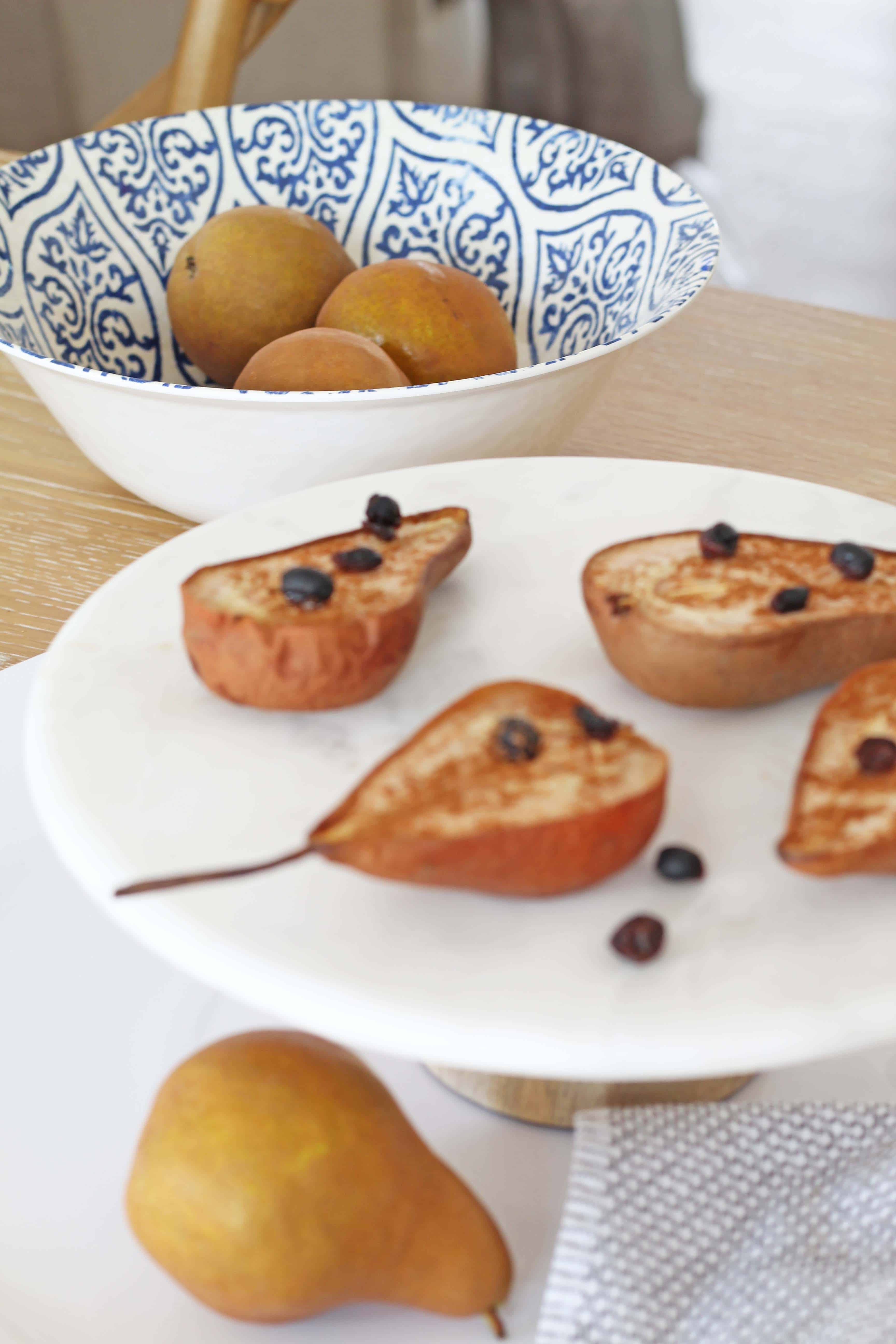 Baked cinnamon pear with currants recipe.