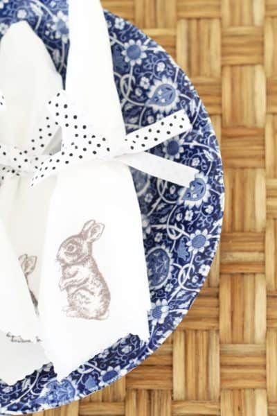 Scalloped Easter Bunny Napkins