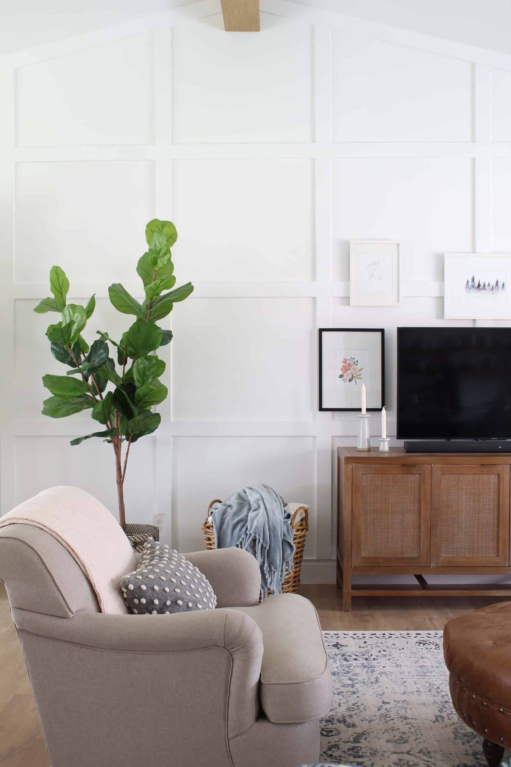white walls with moulding on them